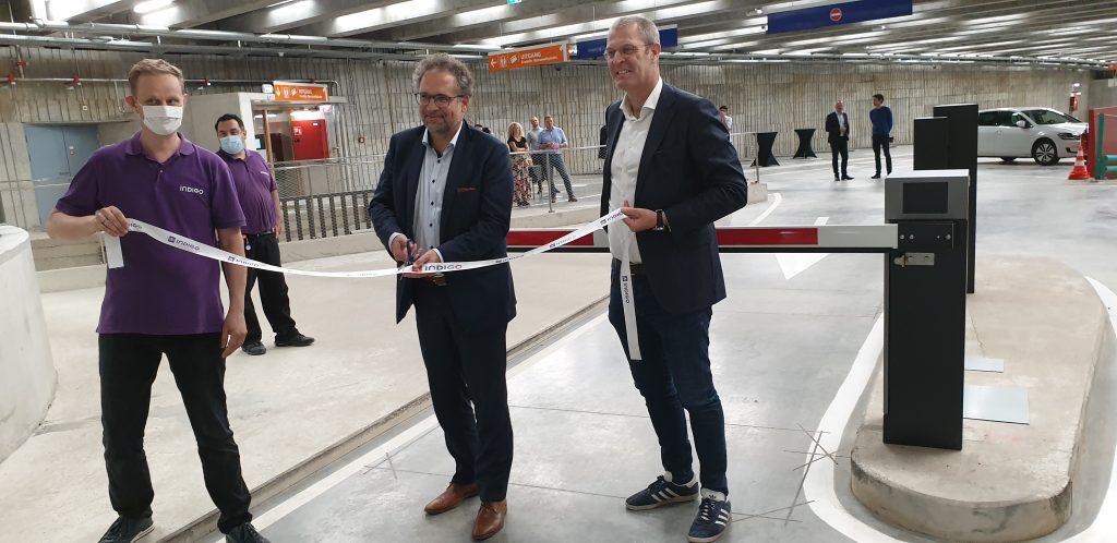Lintje knippen voor de opening van de parking onder het Operaplein, samen met Philippe Vranckx, CEO Indigo Park Belgium.