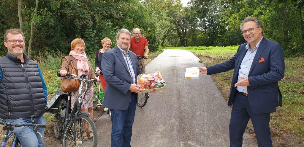 Van links naar rechts: Bert Verbraeken (afdelingsvoorzitter), Erika Rammeloo, Marleen Van Hauteghem (provincie- en gemeenteraadslid), Leander Luyten (gemeenteraadslid), Danny Van Hove (gemeenteraadslid en fractievoorzitter).